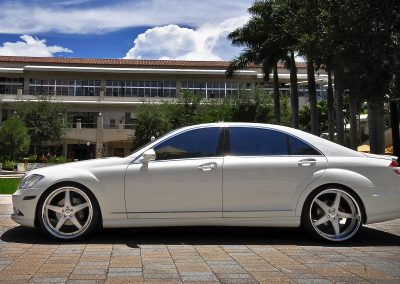 Lowered Mercedes S Class W221